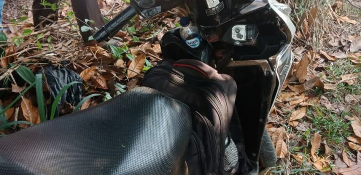 Pria bunuh diri di Depok tinggalkan motor, Kamis (13/9/2018)./Foto: Istimewa