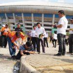 REKONSTRUKSI: Polrestabes Bandung melakukan reka 16 adegan yang dilakukan delapan tersangka di Stadion Gelora Bandung Lautan Api(GBLA), Rabu (26/9/18). AZIS ZULKHAIRIL/RADAR BANDUNG