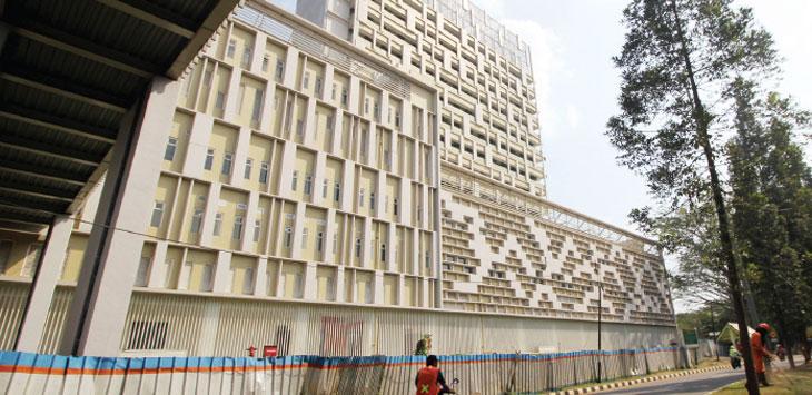 BELUM BEROPERASI: Suasana gedung Rumah Sakit Universitas Indonesia (RSUI) di kawasan kampus tersebut saat masih belum beroperasi. AHMAD FACHRY/RADAR DEPOK