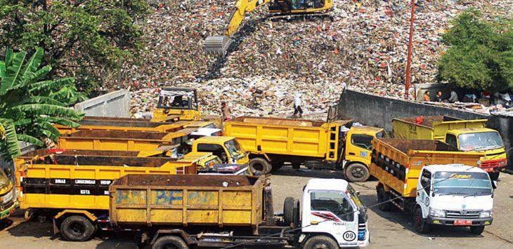 Truk sampah saat berada di TPA Cipayung, Kecamatan Cipayung.