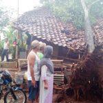 Bencana Puting Beliung menerjang dua desa di Kecamatan Cikembar, Sabtu (22/9/2018). Foto : Radar Sukabumi