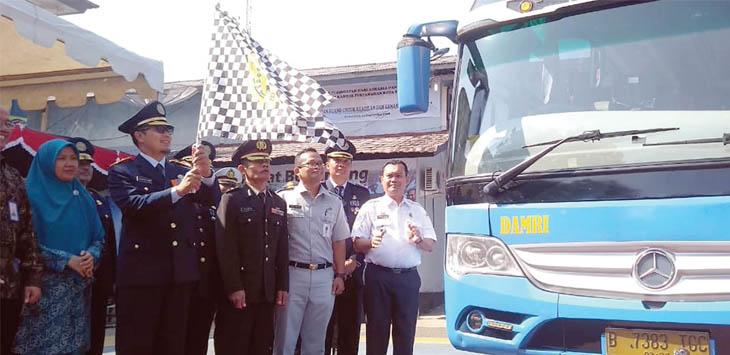 SEREMONIAL: Peluncuran bus DAMRI jerusan Sukabumi-Bandra Soekarno Hatta di Kantor Dinas Perhubungan Kota Sukabumi.
