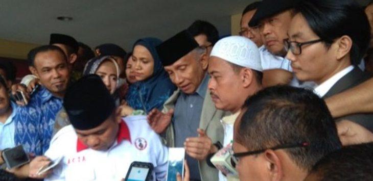 Amien Rais usai diperika di Mapolda Metro Jaya, Rabu (10/10/2018)./Foto: jpc