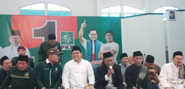 DEKLRASI: Cak Imin bersama pengurus saat Deklarasi di Graha Insan Cita, Kelurahan Baktijaya, Kecamatan Sukmajaya Minggu (14/10/18). Ricky/Radar Depok