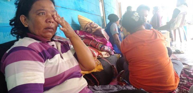 Baena, urung jadi nenek setelah anak, menantu dan cucu yang dalam kandungan jadi korban likuifaksi akibat gempa dan tsunami./ Foto:  Medil