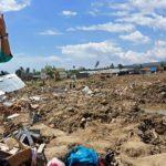 Warga mengabadikankondisi Petobo yang raib ditelan bumi akibat gempa-tsunami dan likuifaksi