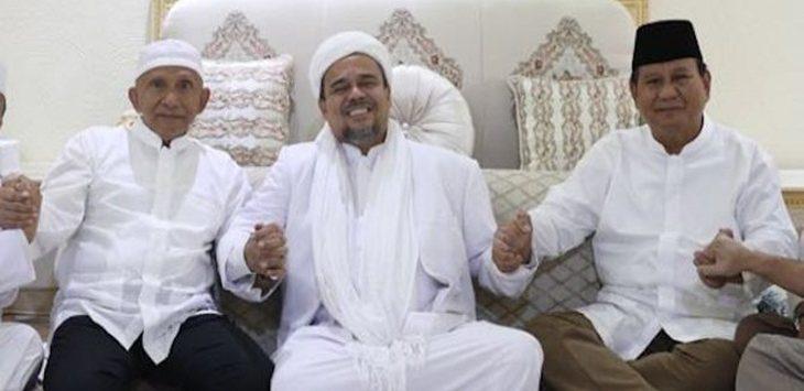 Habib Rizieq Shihab saat bersama Prabowo di Tanah Suci.  (jpc)