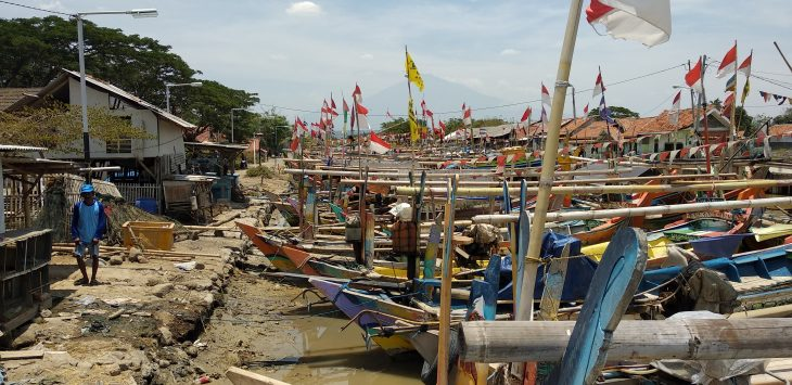 Perahu-perahu nelayan sedang bersandar di muara, Desa Gunung Jati. Dulu sekitar abad ke-15 tempat ini merupakan pelabuhan Muara Jati. Alwi/pojokjabar.com