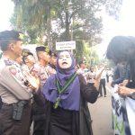 HMI Cabang Bogor melakukan Aksi Demontrasi di istana Bogor, Senin (15/10/2018), foto/adi