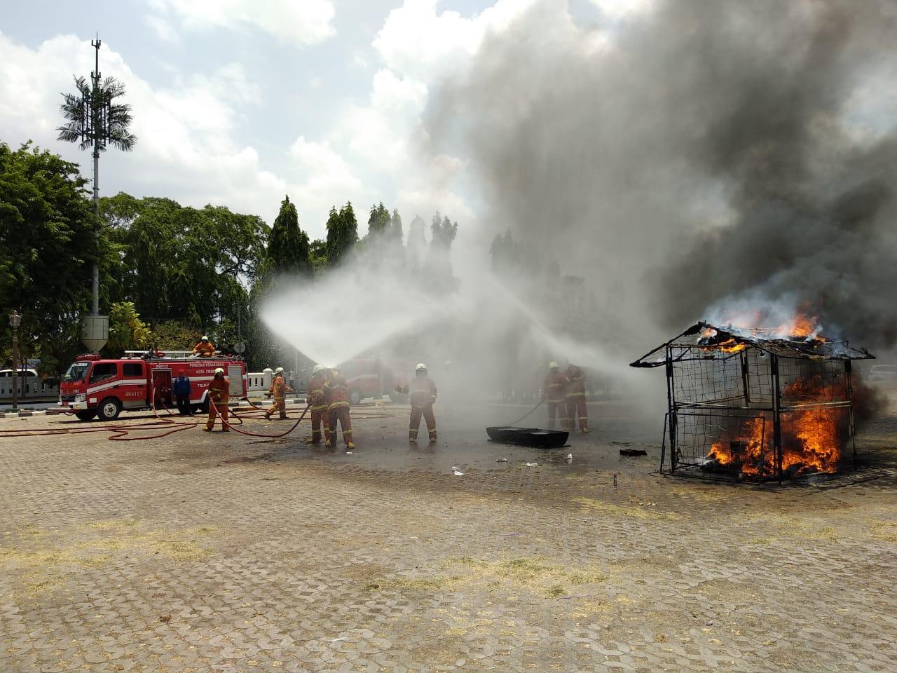 Kebakaran di Alun-alun Masjid At-Taqwa3