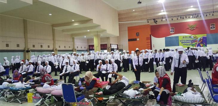 Palang Merah Indonesia melayani para pedonor dari IPDN. Istimewa