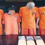 MALU : Empat pemuda yang diringkus oleh jajaran Polres Purwakarta tertunduk malu saat diambil gambar di Mapolres Purwakarta. Gani/Radar Karawang