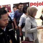 Ratna Sarumpaet di bandara./Foto: Istimewa