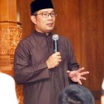 CERAMAH: Gubernur Jawa Barat Ridwan Kamil saat memberikan tausyiah di Masjid Al Ikhlas Parung Bingung, Kelurahan Rangkapanjaya Baru, Kecamatan Pancoranmas, Sabtu (6/10/18). Ist