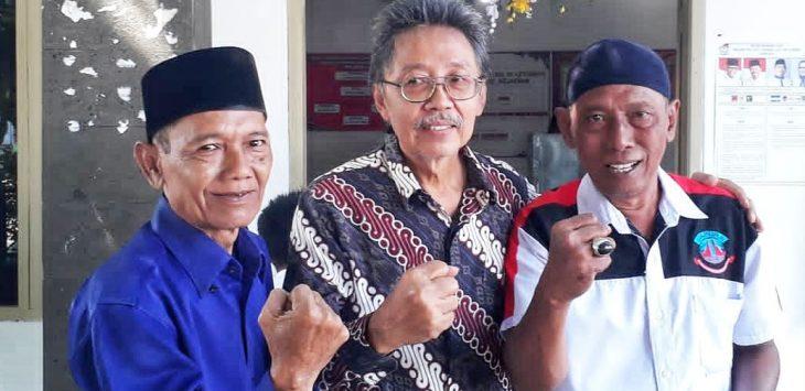 Agus Prayoga SH (tengah), usai pencoblosan calon Walikota dan Wakil Walikota Cirebon 27 Juni 2018./Foto: @agusprayogash