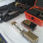 Senjata AKAI dan pistol glock yang diamankan polisi