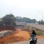 PROYEK TOL CIJAGO : Tampak terlihat suasana pembangunan proyek jalan Tol Cijago Seksi II di kawasan Kelurahan Kukusan, Kecamatan Beji. Ahmad Fachry/Radar Depok