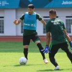 Esteban Vizcarra (hadap depan) saat melakoni latihan bersama Timnas Indonesia.