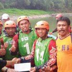 DULANG PRESTASI: Para atlet Arum Jeram Kabupaten Sukabumi berhasil menyaumbang dua emas. Foto : Radar Sukabumi