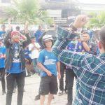 AKSI DAMAI: Forum Silaturahmi Bobotoh Cianjur menggelar aksi damai atas sanksi PSSI kepada Persib Bandung yang dirasa memberatkan.
