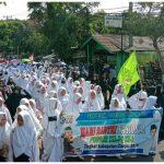 Ribuan santri asal Cianjur menggelar pawai akbar, Senin (22/10).