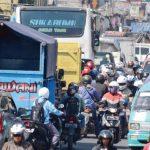 SERING MACET: Kondisi Jalan Raya Cibadak sering terjadi kemacetan yang diakibatkan oleh Truk Over Tonase yang sembarang melintas, diperperah Tatakelola jalan tidak berjalan dengan baik.