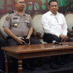 Konferensi pers penembakan gedung DPR RI.