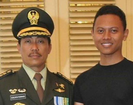 Bupati Sunjaya bersama mantan ajudannya. (kirno)