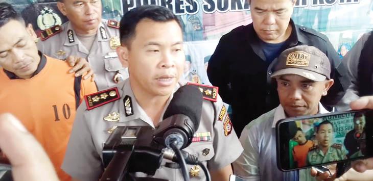 PRES RELEASE : Kapolres Sukabumi Kota AKBP Susatyo Purnomo Condoro, saat melakukan pres release kasus tindak pindana penipuan di Makoplsek Sukaraja,(19/10).
