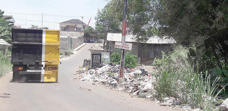 KUMUH: Tumpukan sampah di Kampung Cikareo RT 3/11, Kelurahan Sukakarya, Kecamatan Warudoyong.