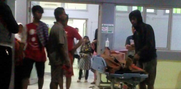 Salah satu korban bencana longsor saat di evakuasi ke rumah sakit bayu asih