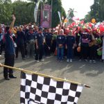 Plt Bupati Majalengka, Karna Sobahi melepas ribuan peserta jalan santai sehat, di alaun-alun Majalengka. Foto: jaja/pojokjabar.com