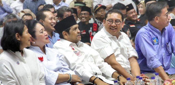 Fadli Zon bersama Titiek Soeharto dan pendukung Prabowo lainnya.