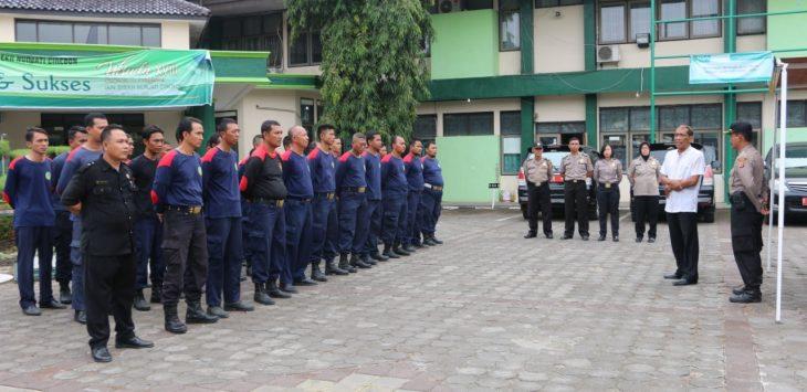 Sejumlah Satpam IAIN Syekh Nurjati Cirebon saat apel kesiapan menerima pelatihan dari Polres Cirebon Kota. Alwi/pojokjabar.com