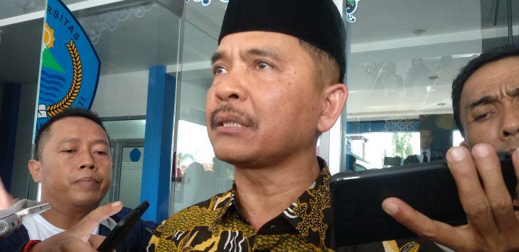 Rektor Unswagati Cirebon, Mukarto Siswoyo, saat memberikan keterangan. Alwi/pojokjabar.com