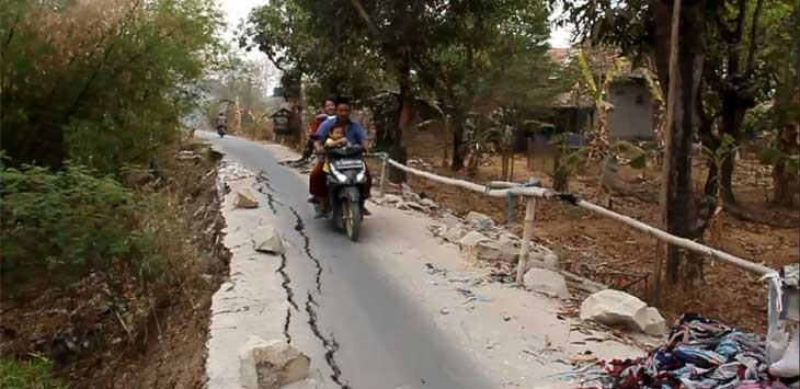 Jalan Rusak di Kabupaten Cirebon