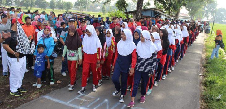 Ketua DPRD Kabupaten Cirebon lepas jalan santai HUT PGRI Kecamatan Palimanan.