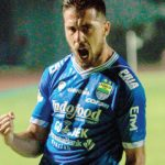 SELEBRASI : Penggawa Maung Bandung, Jonathan Bauman merayakan gol saat menjebol gawang lawan. RIANA SETIAWAN/RADAR BANDUNG