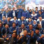 Kader Demokrat foto bersama SBY