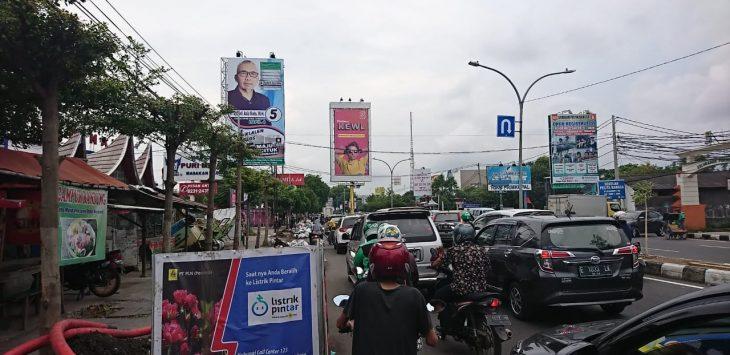 Kemacetan panjang terjadi gara-gara galian kabel PLN di Kota Cirebon (yosef)