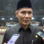 Ketua DPC Gerindra, Kasan Basari mensayangkan Anna Sophanah mundur dari Jabatan Bupati Indramayu.
