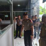 Kondisi kantor DPMD Majalengka yang rusak ditinjau Kapolres.