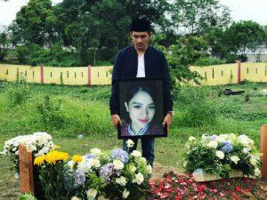 Pramugari Mery Yulyanda saat dimakamkan