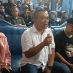 Nasrudin Azis (tengah) calon Walikota Cirebon dan Eti Herawati (kiri), saat sambutan usai PSU digelar. Alwi/pojokjabar.com