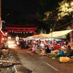 Para pedagang malam saat berjualan di Jalan Suryakencana, Jum'at (16/11/18) malam. Metropolitan