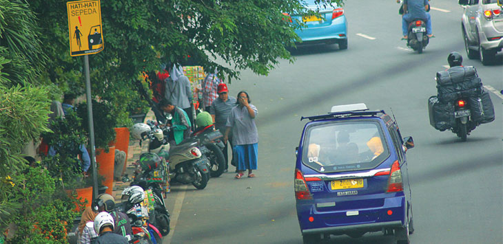 Salah satu jalur sepeda yang saat ini sudah tak berfungsi seutuhnya di kawasan Jalan Margonda Raya. Radar Depok