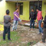 OLAH TKP : Tim Inafis Polres Cimahi saat olah TKP temuan mayat di sekitar Jalan Rancabelut KBB, Jumat (23/11). WISNHU PRADANA/RADAR BANDUNG