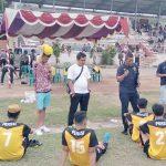 ARAHAN: Tim pelatih Perssi saat memberikan arahan kepada para pemain.