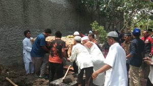 Proses pemakaman Junior Priadi.