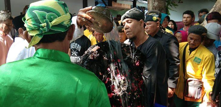 Prosesi ritual Nyiram Gong Sekati di Keraton Kanoman Cirebon. Kir/Pojokjabar